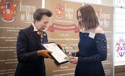 PLUMPTON APPRENTICE WINS NATIONAL AWARD